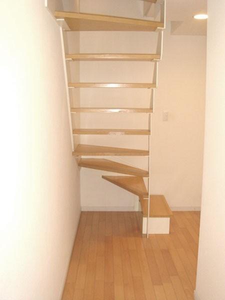 メゾネットタイプ階段